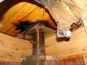 Пенсионеру в Хакасии придется восстанавливать на бане крышу