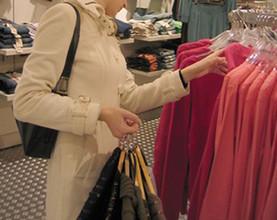 В Саяногорске сестры совершили в магазине кражу одежды