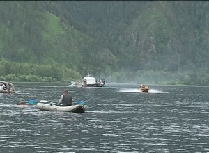 Саяногорские моржи плывут к финалу Дня Енисея