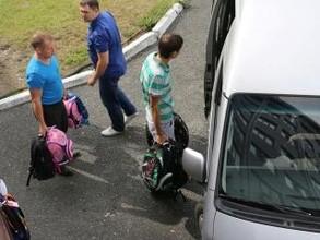 Саяногорские металлурги собирают в школу подопечных ребят