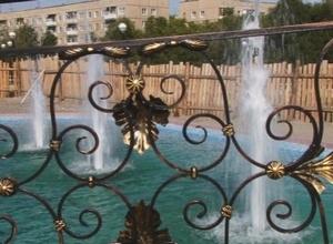 Недостроенный фонтан в новом сквере Саяногорска пострадал от рук вандалов