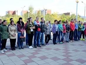 Саяногорские школьники накануне Дня Енисея почистили его прибрежную зону