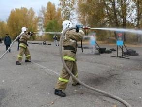 В Хакасии впервые прошли соревнования по пожарному биатлону