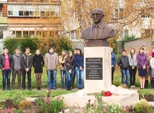 Памятник Валентину Брызгалову открыт