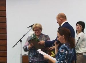 Глава Саяногорска наградил лучших сотрудников муниципальных служб