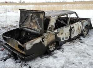В Саяногорске во дворе многоэтажки сгорел ничей автомобиль