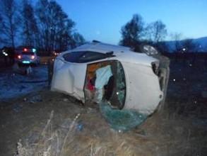 В Хакасии молодая пара погибла из-за того, что водитель иномарки зацепил бровку