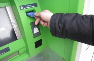 В Саяногорске мужчина украл у приятеля банковскую карту вместе с пин-кодом