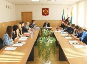 В Избиркоме Саяногорска проведи ликбез для молодежи