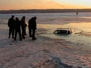 Три автомобиля жителей Хакасии попали на дно Саяно-Шушенского водохранилища