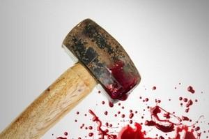 Житель Хакасии забил старушку молотком за укус в губу