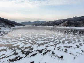 """Пассажиры утонувшей на Саяно-Шушенском водохранилище """"Нивы"""" не найдены"""