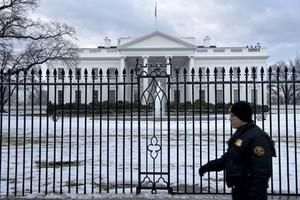 Два пьяных охранника Обамы въехали в забор Белого дома