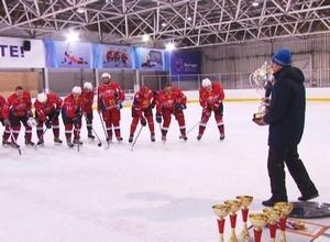 Команда «Лазурит» стала чемпионом Саяногорска по хоккею с шайбой