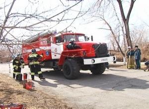 Пожарные Саяногорска попрактиковались в спасении пострадавших в ДТП