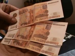 В Хакасии виновник ДТП выплатил пострадавшей больше 100 000 рублей купюрами банка приколов