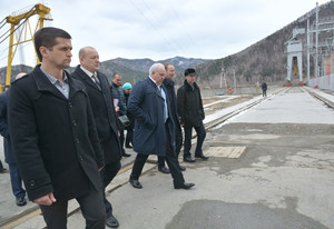Глава Хакасии Виктор Зимин посетил Майнскую ГЭС