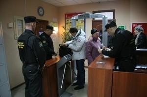 В Хакасии приставы отняли 2 пистолета и 33 боеприпаса у истцов и ответчиков