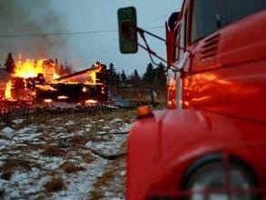 Более сотни домов горят в Хакасии