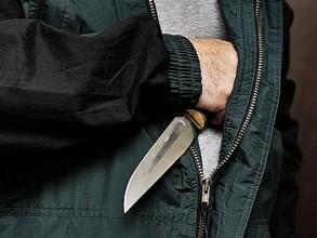 В Саяногорске двое мужчин с ножом напали на местного жителя
