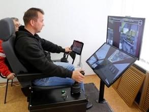 Крановщики САЗа постигают азы профессии на современном тренажере
