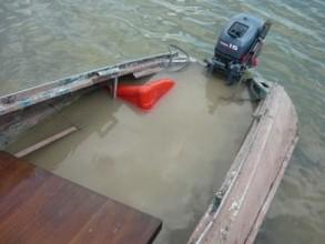 На Саяно-Шушенском водохранилище перевернулась лодка, в которой находилось 8 человек