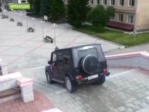 В Черемушках пьяный водитель катался по центральной лестнице поселка