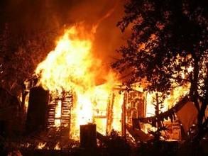 На саяногорских дачах слишком поздно заметили пожар