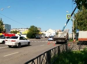 В Саяногорске устанавливают новые дорожные знаки