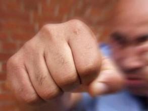Полицейский Хакасии получил кулаком по лицу от задержанного