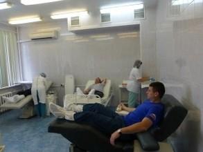 В Хакасии пожарные сдали кровь в честь 25-летия МЧС