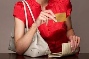 В городскую полицию обратился местный житель с заявлением о том, что у него с банковской карты были похищены 100 тысяч рублей