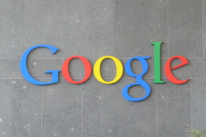 Новый логотип Google стал плоским