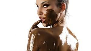 В Саяногорске женщина украла более 40 упаковок шоколада