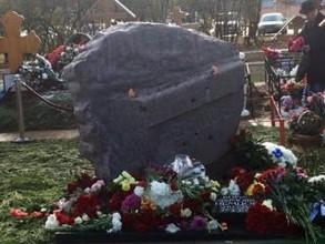 Автор монумента первостроителям СШ ГЭС создал памятник Борису Немцову