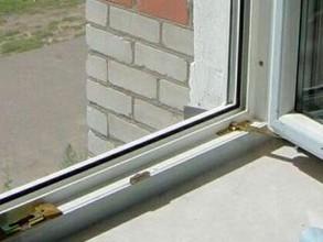 В Хакасии мужчина выпал с третьего этажа