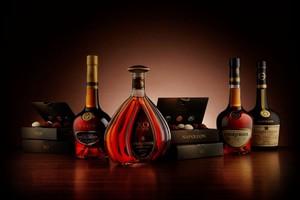 Сотрудники саяногорской полиции изъяли более ста литров спиртного из магазина