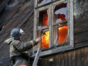В жилом доме Саяногорска сгорел целый этаж
