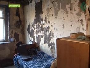 Жительница Саяногорска стала практически заложницей притона