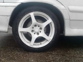В Хакасии на встречной полосе столкнулись два автомобиля