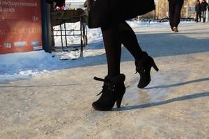 Саяногорские школы оштрафовали за лёд на пешеходных дорожках