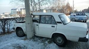 В Саяногорске пьяный водитель врезался в столб