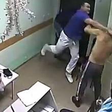 В интернете появилось видео, как в одной из белгородских больниц врач до смерти избил пациента