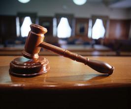 Житель города Саяногорска предстанет перед судом за применение насилия в отношении представителя власти