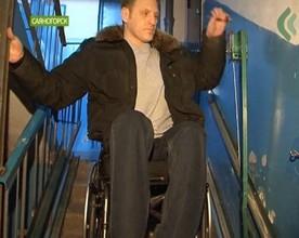 В Саяногорске появился первый в городе подъёмник для инвалидного кресла