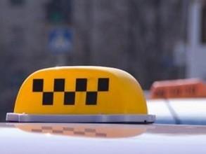 В Хакасии пассажир напал на таксиста, угнал и сжег его машину