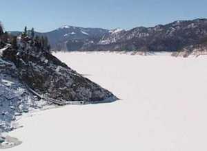 Лед на Саяно-Шушенском море опасен