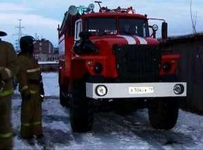 В Саяногорске загорелся гараж
