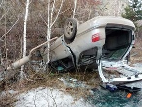 В Саяногорске автомобиль упал со скалы