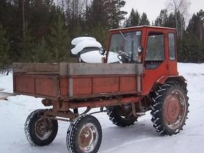 В Саяногорске полицейские задержали пьяного тракториста